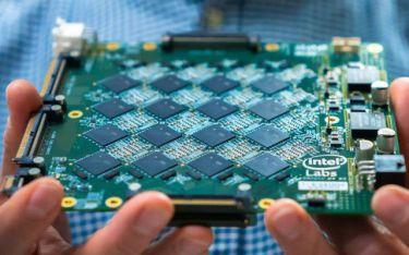 Intel ra mắt chip AI mới Pohoiki Beach, mô phỏng cách hoạt động của bộ não, tăng tốc xử lý AI