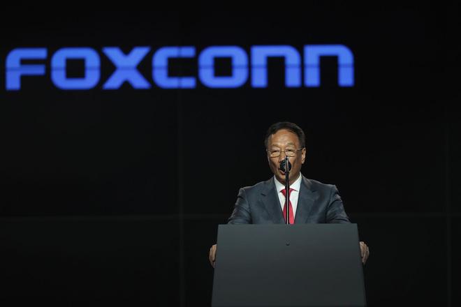 Microsoft kiện Foxconn, cáo buộc nợ tiền bản quyền cả gốc lẫn lãi - Ảnh 1.