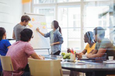 Giúp đội ngũ CNTT giảm chi phí, tăng mức độ bảo mật và nâng cao năng suất của nhân viên