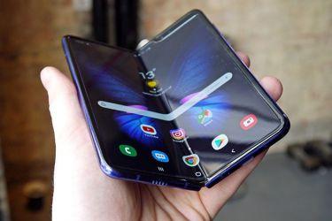 Galaxy Fold sẽ được phát hành cùng thời điểm với iPhone 11