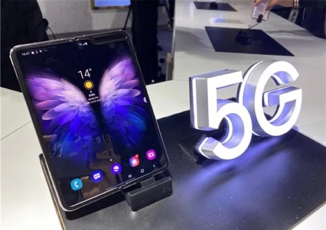 smartphone màn hình gập Galaxy W20 5G: thiết kế nam tính hơn, CPU mạnh hơn, chống bụi tốt hơn